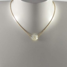 Collier chaine plaqué or Rose nacre blanche