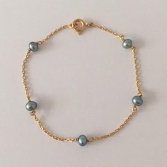 Chain bracelet gold plated five small grey freshwater pearls