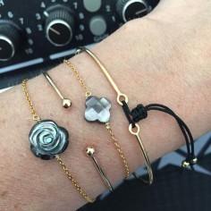 Bracelet chaine plaqué or petite croix nacre grise facetée