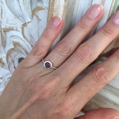 Bague argent pierre ronde violette facetée