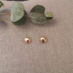 Boucles d'oreilles mini pastille perlée plaqué or
