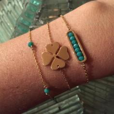 Bracelet chaine plaqué or maillon mini pierres vertes d'eau facettées