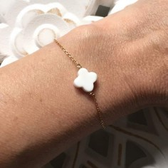 Chain bracelet gold plated small flat white agate cross