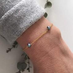 Bracelet chaine plaqué or 5 petites perles grises