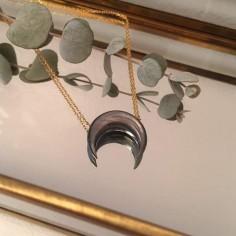 Collier chaine plaqué or Corne nacre grise