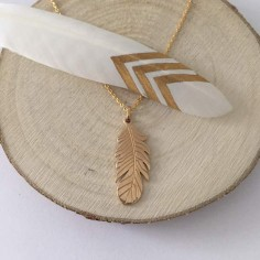 Collier chaine plaqué or petit motif plume