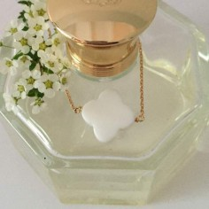 Collier chaine plaqué or Croix agate blanche